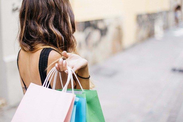 Quels sont les accessoires de mode à prioriser pendant le shopping ?